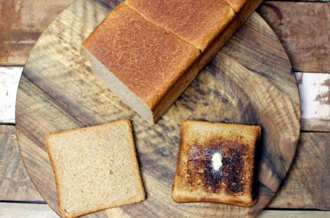 Vollkorn Toastbrot getoastet und gebuttert.
