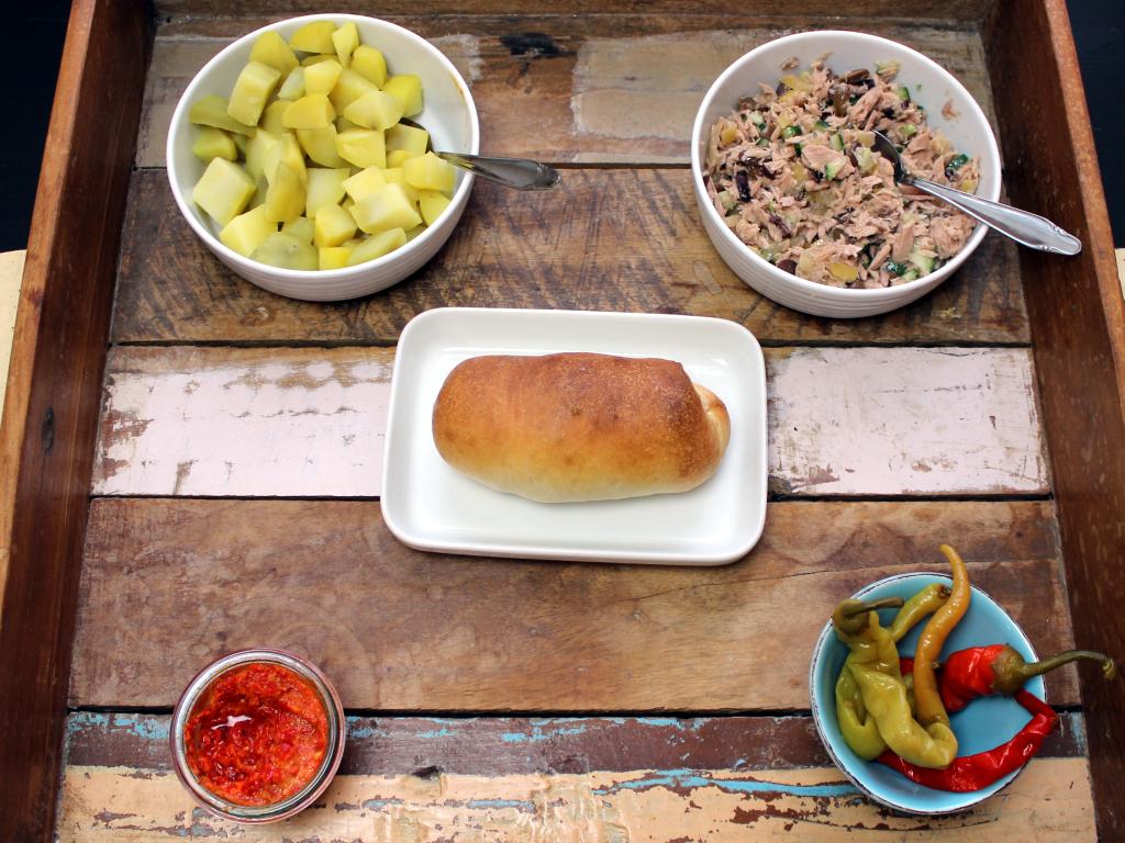 Zutaten für tunesische Sandwiches mit Thunfisch und Erdäpfeln
